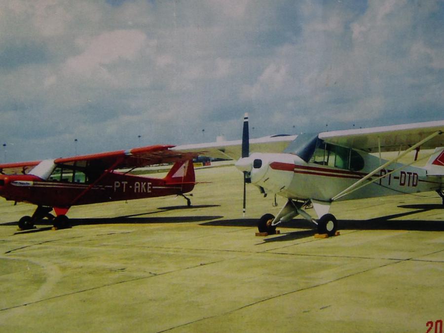 1958 Piper PA-18 Duas aeronaves rebocadoras Fotografia