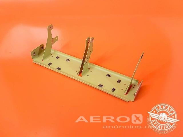 Suporte do Painel de Instrumentos 101863-004 - Barata Aviation Fotografia